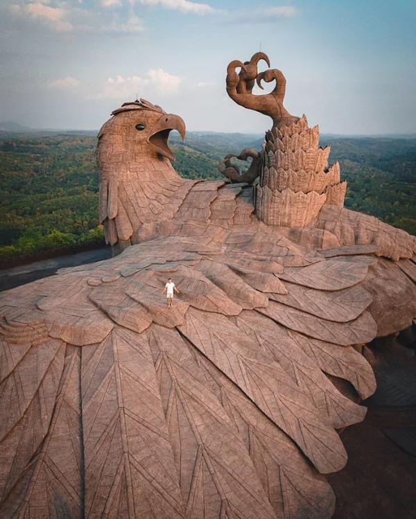 lec-sejour-linguistique-sculpture-oiseau-geant